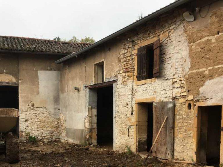 photo d'une ferme à Arnas avant réhabilitation